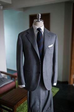 Sharp Dressed Man, Well Dressed Men, Flannel Suit, Grey Flannel, Suit Fashion, Mens Fashion, Boss Suits, Gentleman Style, Gentleman Fashion