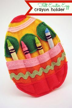 Kid's Easter table idea: Felt Easter egg crayon holders. Simply add a few free printable coloring sheets or cover the table in white paper to keep little hands busy