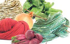 Cebollas para un cálido color beige, remolachas para rojos intensos, espinacas para distintas gamas de verde... Hoy enseñamos la técnica, utilizada desde tiempos remotos por los pueblos aborígenes, para teñir lanas y telas con los colores de la naturaleza.