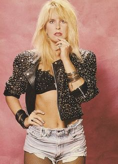The Queen of Heavy Metal: 30 Portrait Photos of a Young Lita Ford in the and ~ vintage everyday Lita Ford, Heavy Metal, 80s Fashion, Fashion Looks, Rock Fashion, Moda Rock, 80s Hair Metal, Rock And Roll Girl, Blond