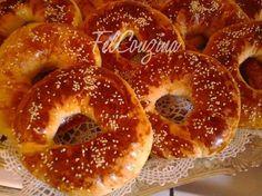 La recette de kaak (ka3k), un gâteau sec Algérien, en forme d'anneau. Une spécialité que l'on retrouve dans plusieurs régions d'Algérie ... Kaak Recipe, Cookie Recipes, Dessert Recipes, Desserts, Crepes, Algerian Recipes, Sweet Corner, Home Baking, Turkish Recipes