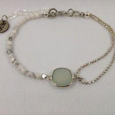 Bracelet boho entièrement fait main pierres semi-précieuses calcédoine et howlite, rhodium.