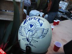makes me want a white helmet to paint on