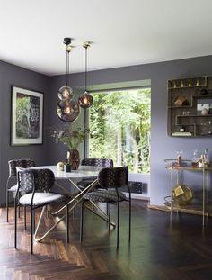 Luksuriøs stue med varme farger og eksklusive detaljer Dining Room, Dining Table, Marble Top, Carrara Marble, Home Decor Trends, Hygge, Scandinavian Design, Interior Decorating, Wood
