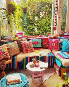 Make your Living room all the more beautiful, cozy, relaxing & boho chic with a bohemian decor. Here are the best Bohemian living room decor ideas for Bohemian House, Bohemian Living Rooms, Bohemian Bedroom Decor, Boho Home, Boho Decor, Hippie Living Room, Bright Living Room Decor, Bohemian Furniture, Bright Bedroom Ideas