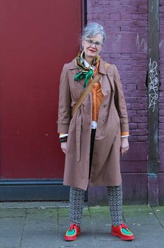 Anne-marie in Amsterdam. She loves vintage clothes Hipster Grunge, Grunge Goth, Mature Fashion, Grey Fashion, Over The Top, Rockabilly, Street Style Vintage, Vintage Dresses, Vintage Outfits