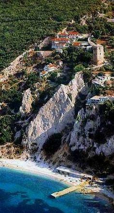 New Skete of the Agiou Pavlou monastery in the Monastic State of Mount Athos, Greece Santorini Villas, Halkidiki Greece, Myconos, Empire Ottoman, The Holy Mountain, Beau Site, Places To Visit, Places To Travel, Le Palais