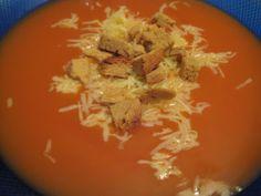 Domates çorbası 5-6 adet olgun domates - 5 su bardağı su - 1/2 su bardağı süt - 2 yemek kaşığı sıvı yağ - 2 yemek kaşığı un - 1 yemek kaşığı domates salçası - tuz - üzeri için kaşar rendesi ve kruton (kızarmış ekmek kıtırları )