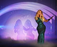 "Beyonce performing her single ""XO"" at 2014 BRIT Awards."