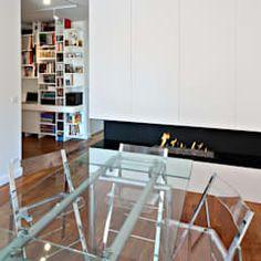 Salle à manger moderne par lee+mir moderne | homify Bar Stools, Furniture, Home Decor, Modern Wall, Dining Room Modern, Glass Table, Design Ideas, Bar Stool Sports, Decoration Home
