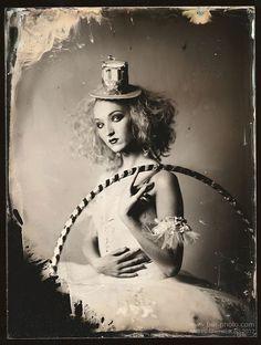 Dark Circus look Dark Circus, Circus Art, Circus Theme, Creepy Circus, Circus Acrobat, Creepy Carnival, Circus Birthday, Birthday Parties, Arte Punch