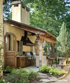 beautiful outdoor kitchen and bar..
