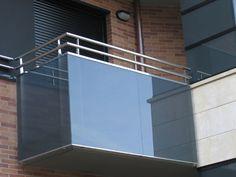 balcón de acero inoxidable y vidrio
