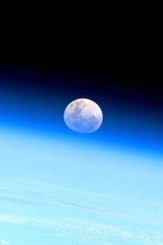 Japanese astronaut Soichi Noguchi tweets from outer space. Sends a 'moonrise as seen from the ISS' for everyone that looked up at the cloudy sky.