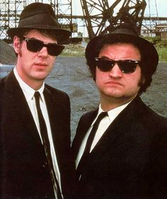 Pin for Later: 450 Pop Culture Halloween Costume Ideas The Blues Brothers From The Blues Brothers What to wear: White collared shirt, black suit, black sunglasses, and a fedora. How to act: Jam out on a harmonica all night. Men In Black, Movie Duos, Movie Tv, Movie List, Blues Brothers Kostüm, Funny Movies, Good Movies, Amazing Movies, Cult Movies