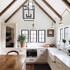 This dreamy kitchen has such a calming atmosphere, especially with that vaulted ceiling! How do you feel about this kitchen?! Photo via @krystine_edwards / Design: @jeanstofferdesign #Regram via @betterhomesandgardens