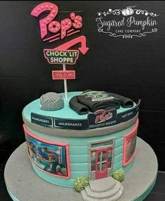 Awwww 🖤🖤🖤 I have a birthday in January 🤣 Who will bake this fantastic Riverdale pie? Riverdale Merch, Bughead Riverdale, Riverdale Funny, Riverdale Poster, Bolo Tumblr, Schnee Party, Birthday Cake For Him, 14th Birthday Cakes, Friends Birthday Cake