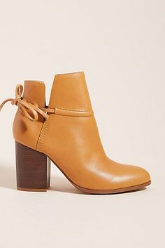 BAMBOO Huxley 01 Womens Chunky Heel Ankle Booties Champagne