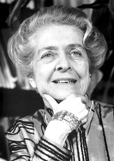 Rita Levi-Montalcini An Italian neurologist who, together with colleague Stanley Cohen, received the 1986 Nobel Prize in Physiology or Medicine for their discovery of nerve growth factor. Great Women, Amazing Women, Brave, Prix Nobel, Nobel Prize Winners, Growth Factor, Nobel Peace Prize, Women In History, Physiology