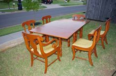 Willett Furniture maple Golden Beryl dining table and chairs
