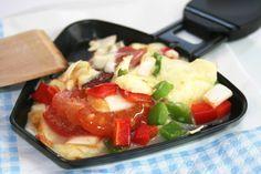 Veganaholic: Das Jahr lecker ausklingen lassen: vegane Ideen fürs Silvester-Raclette Caprese Salad, Fruit Salad, Raclette Vegan, Mozarella, Vegan Life, Bon Appetit, Fondue, Nom Nom, Vegan Recipes