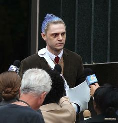 Evan Peters is everything ❤️! What an Actor! Could this be a leaked photo from AHS7?! Blue hair in a man bun... TBC