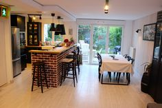 Living room - Brick wall - Bar - Black Laxarby Method kitchen Ikea - Cuisine américaine - Bar en briques - Laxarby brun noir