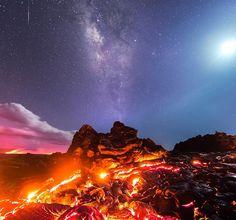 Mike Mezeul pudo conseguir una verdadera maravilla; ya que tuvo la oportunidad de captar la Vía Láctea, lava, Luna y una estrella fugaz en un misma imagen. El fotógrafo 32 años de edad viajó hasta el Parque Nacional de los Volcanes en la Isla Grande de Hawai para admirar la madre naturaleza en todo