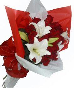 Lirios y rosas en bouquet