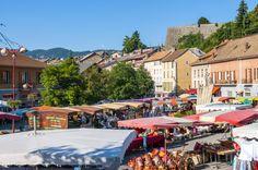 Le centre de Seyne les Alpes est à moins d'1 km du camping, marché le mardi et le vendredi matin.