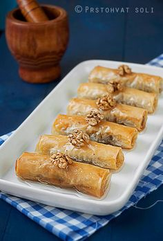 Baklava Rolls with Walnuts, Almonds and White Chocolate (use google translate)