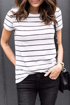 65 Amazing Casual Stripe Outfits Ideas for Women - Fashionetter Black Jeans Outfit Casual, Striped Top Outfit, Modest Casual Outfits, Striped Tee, Easy Outfits, Casual Shirt, Trendy Outfits, Mode Outfits, Fashion Outfits