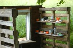 Make an upcycled pallet playhouse | Clean. www.lusaorganics.typepad.com
