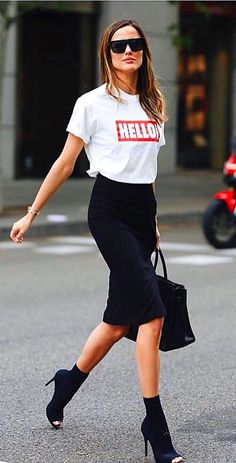 Trendy Street Style Outfits For 2019 - AFFNote - All Fashion Flag Note - Outfits for Work - Look Street Style, Street Style Trends, Street Style Summer, Street Style Women, Chic Summer Style, Men Street, Latest Fashion Dresses, Fashion Outfits, Fashion Trends