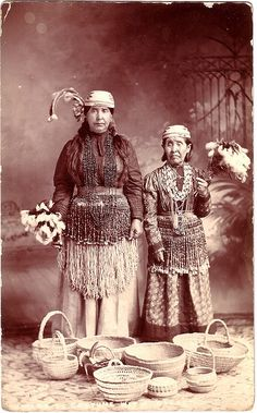 Native American women on the Oregon Coast, early 20th Century by Todd Mecklem, via Flickr