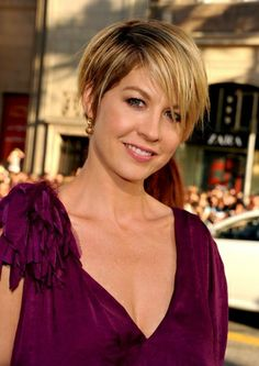 http://celebritystyle.about.com/od/celebrityhairstyles/ss/Hollywoods-New-Crop-Short-Hairstyles-Of-The-Stars_9.htm