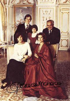 La famiglia reale di Monaco. Ritratto ufficiale per i 20 di matrimonio del principe Ranieri e della principessa Grace. 1976. © Howell Conant