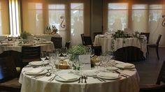 Todo preparado para que comience el banquete, mientras los invitados disfrutan de la terraza con unas vistas inmejorables. Restaurante El Boj