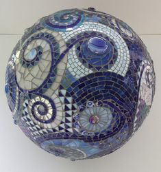 Mosaic orb blue gazing ball garden terracotta by PsykelChic.What a great visual study of patterns! Must try for my next gazing ball! Tile Art, Mosaic Art, Mosaic Glass, Mosaic Tiles, Mosaic Mirrors, Fused Glass, Mosaic Bowling Ball, Bowling Ball Art, Bowling Ball Crafts
