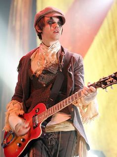 Ryan Ross I'm going to start a petition saying that panic has to get back together and have a reunion concert!