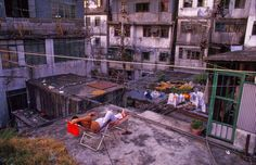 When the photographer Greg Girard first ventured into Kowloon Walled City in Hong Kong in he didn't take any pictures. Hong Kong, Kowloon Walled City, City Block, High Rise Building, World Images, Urban Life, Historical Pictures, Vancouver, Cool Photos