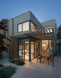 Through House is a family home refurbished by the Toronto-based Dubbeldam Architecture + Design.Renewal of 128 year-old house . Dream Home Design, Modern House Design, Home Interior Design, Interior Architecture, Interior Ideas, Luxury Interior, Modern Interior, Modern Residential Architecture, Design Exterior