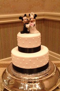#disney #wedding #cake...0 days!! The wedding at WDW was truly magical...their cake..:)