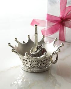 queen ring holder! Perfect for ur bling!!!! @Sean King - My birthday is just around the corner...just saying. :)