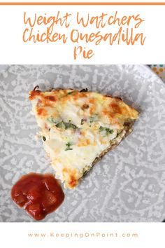 Weight Watchers Chicken Quesadilla Pie - this is great as leftovers too! Weight Watcher Dinners, Poulet Weight Watchers, Plats Weight Watchers, Weight Watchers Meal Plans, Weight Watchers Snacks, Weight Watchers Free, Weight Watchers Points, Weight Watchers Chicken, Healthy Eating Recipes