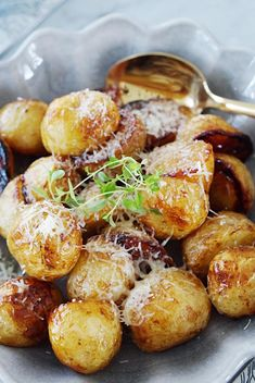Ugnsrostad färskpotatis med honung och balsamvinäger | Jennys rum och spis Veggie Recipes, Vegetarian Recipes, Healthy Dinner Recipes, Cooking Recipes, I Love Food, Good Food, Swedish Recipes, Vegan Meal Prep, Vegans