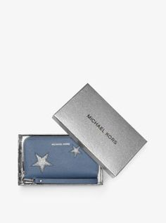 Keeping your day-to-night essentials close just got glamorous. Our Jet Set phone case is the secret to convenience and organization, finished with a wristlet strap and internal pockets for cash and cards. The magic is in its chic clutch-like appearance—this design shines in rich Saffiano leather and a standout star motif.