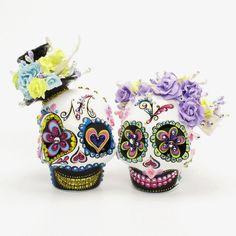 www.goodiemud.com Dia De Los Muerto Skull Wedding Cake Topper doubling as Salt and Pepper Shaker.