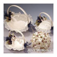 Conjunto Cestas Nupcial Silvia. Un espectacular conjunto de cestas de boda, compuesto de tres cestas a juego alianzas arras y pétalos en una original forma