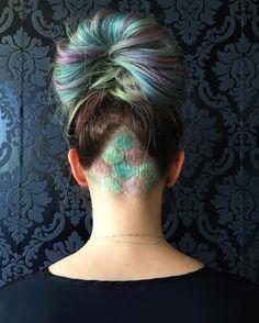 Esta sereia disfarçada. | 16 undercuts coloridos que farão você se sentir entediada com seu corte atual